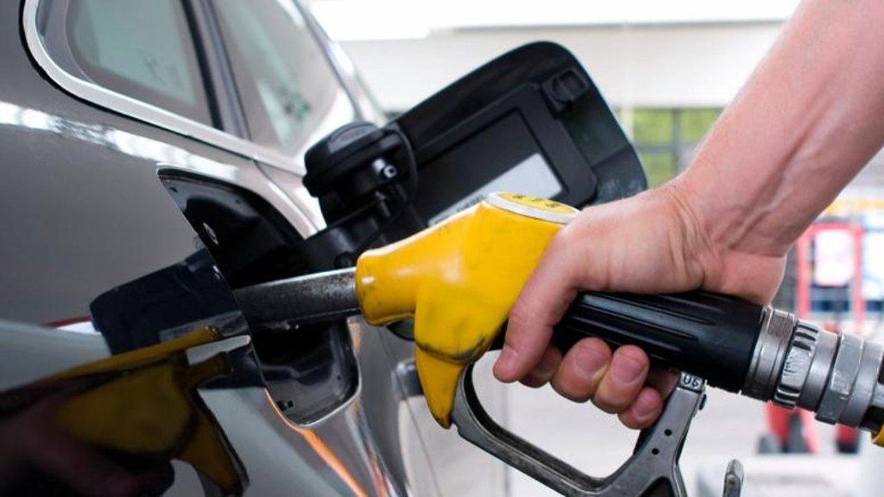 هل تنخفض أسعار البنزين