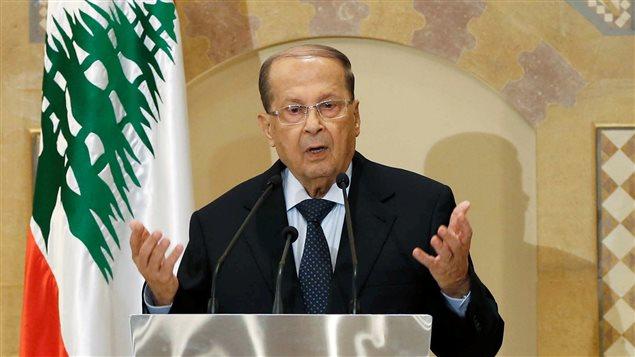 Photo of عون و اعضاء مجلس وزراء لبنان يقفون دقيقة صمت حدادا على ضحايا انفجار بيروت