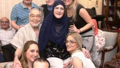 Photo of صورة تعيد شمس البارودي للحياة.. بالحجاب والنضارة وحسن يوسف بـ«الجلابية»