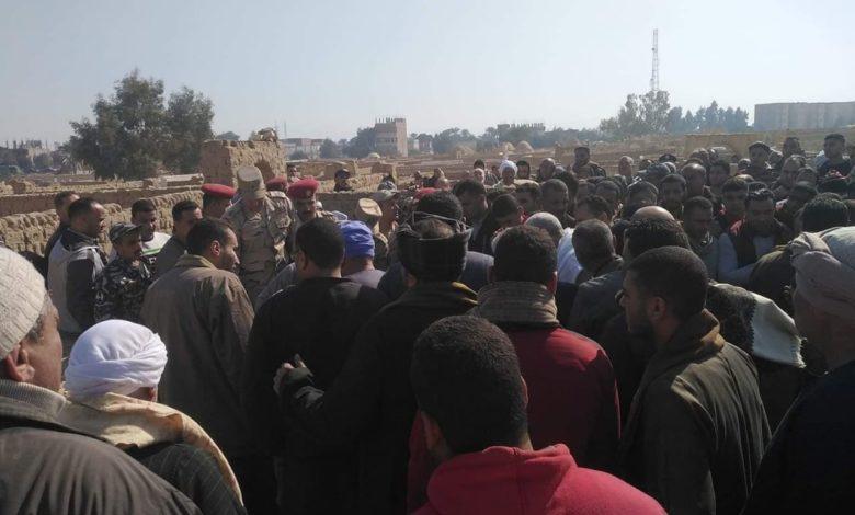Photo of أهالي ملوي بالمنيا يشيعون جنازة شهيد الواجب في سيناء