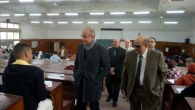 رئيس جامعة الزقازيق يتفقد سير الامتحانات