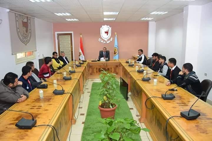 رئيس جامعة سوهاج يلتقي برؤساء الاتحادات الطلابية