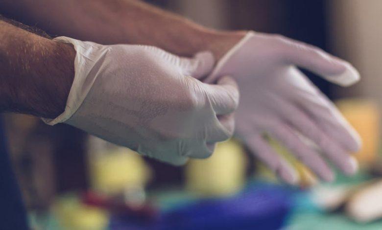 Photo of قفازات اليدين والوقاية من كورونا   كيفية استخدامها بشكل صحيح لمواجهة الفيروس