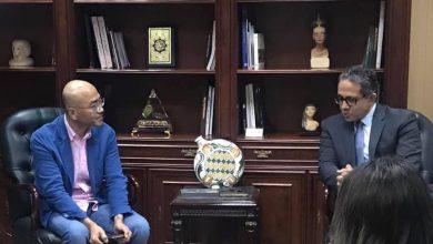 صورة بالصور.. وزير السياحة يلتقي مع رئيس شركة سامسونج