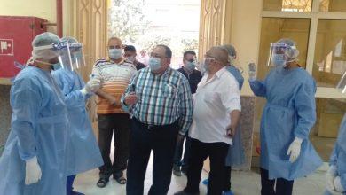 Photo of رئيس جامعة حلوان يشارك الفوج الأول للعائدين من الخارج فرحة عيد الفطر
