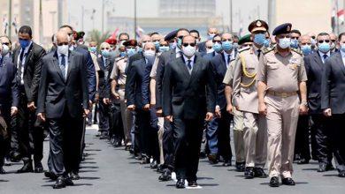 صورة السيسي يتقدم الجنازة العسكرية للفريق العصار.. صور وفيديو