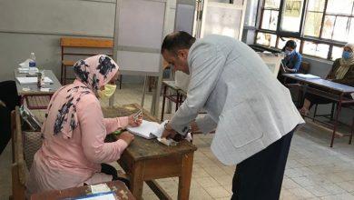صورة أسامة أبوزيد يدلي بصوته في انتخابات مجلس الشيوخ
