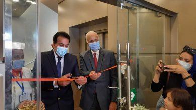 صورة وزير التعليم العالي ورئيس جامعة الإسكندرية يفتتحان متحف مقتنيات الجامعة