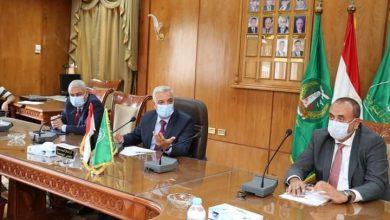 صورة رئيس جامعة المنوفية يتابع أعمال الإنشاءات مع الشركات المسئولة عن التنفيذ