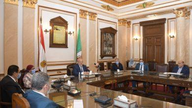صورة اجتماع عاجل للجنة العليا لفرع جامعة القاهرة بالخرطوم برئاسة الخشت