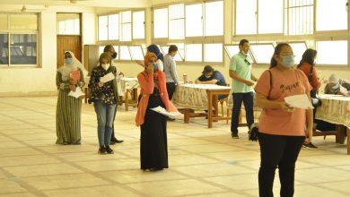 صورة رئيس جامعة المنيا يتابع إجراءات الكشف الطبي للطلاب المستجدين