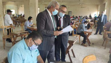 صورة نائب رئيس جامعة الأزهر يتابع امتحانات الدراسات العليا بقطاع كليات الطب