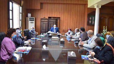 صورة رئيس جامعة بني سويف يترأس اجتماعات الشعب والبرامج الجديدة والوافدين والورش
