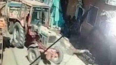 صورة حقيقة مقطع الفيديو المتداول لدهس جرار لطفلة بالمنيا