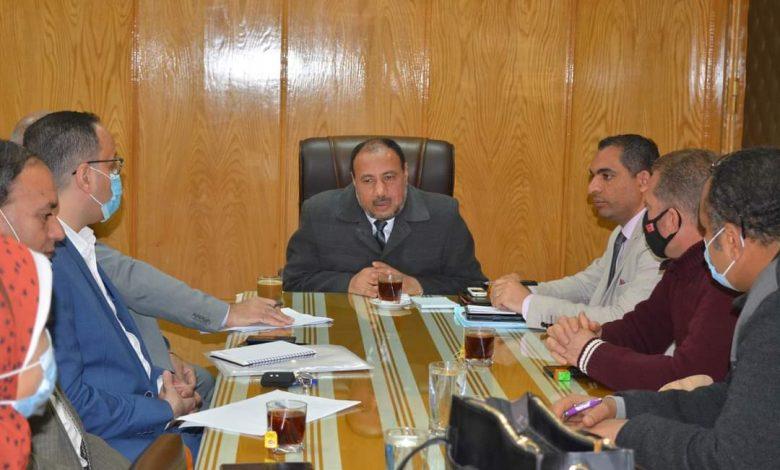نائب رئيس جامعة الأزهر للوجه القبلي يجتمع مع ممثلي الشركة المصرية للأدوية لبحث سبل التعاون المشترك