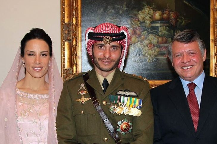 سر تراجع الأمير حمزة عن موقفه ضد ملك الأردن