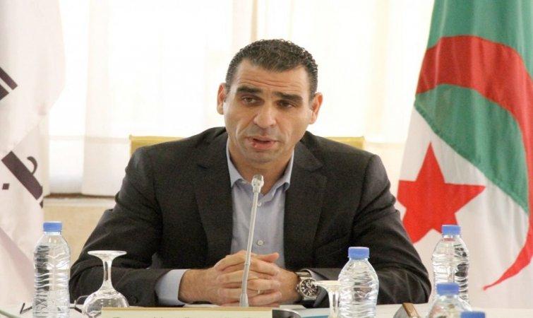 شرف الدين يبحث مع رؤساء الأندية خطة إنقاذ الدوري الجزائري