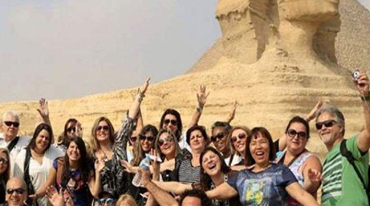 قطار الإنجازات المصرية يهزم ضربات كورونا