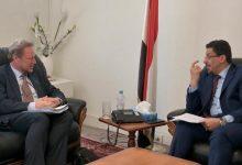 الخارجية اليمنية: انتهاكات الحوثيين وحصارهم للمدن سبب الأزمة الإنسانية في البلاد