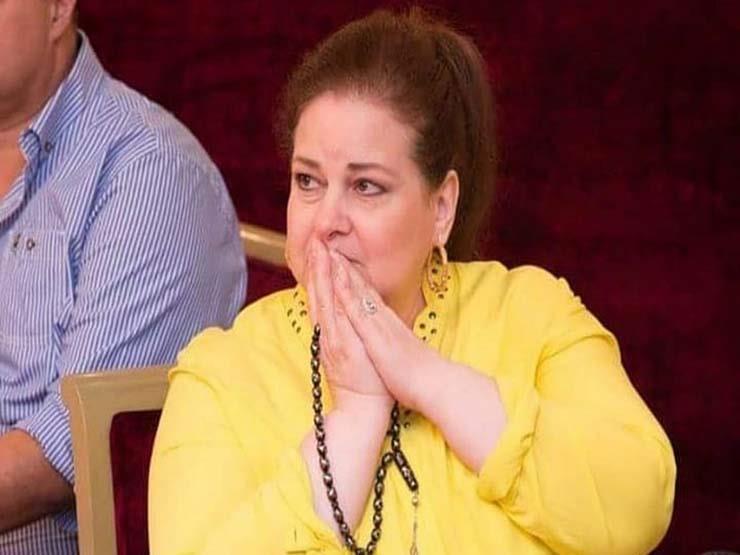 برسالة مؤثرة إيمي سمير غانم تطلب من الجمهور الدعاء لوالدتها